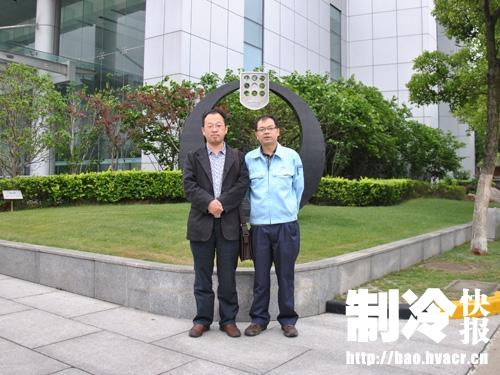 上海海立热泵事业部副总经理徐志海(右)与李义强先生合影